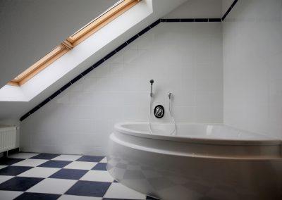 Bad mit Wanne oben