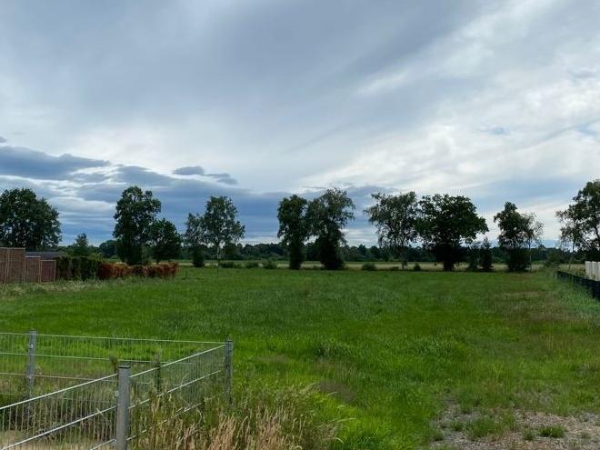 Worpswede -Mevenstedt: Baugrundstück mit angrenzendem Weideland